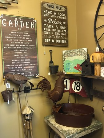 Tryon, NC: HOOP's Antiques & Vintage Collectibles