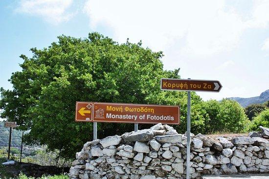 Danakos, اليونان: pancarte_monastère de Fotodolis