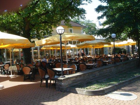 Designhotel Wienecke XI.: Tavoli all'aperto, molto piacevoli durante l'estate