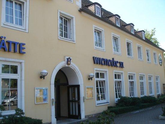Fermata del tram sulla hildesheimer strasse vicino all for Wienecke xi designhotel congress