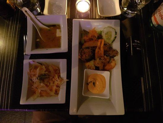 Thimy's : Vorspeise, Miso Suppe, Salat, gepackenes Gemüse.