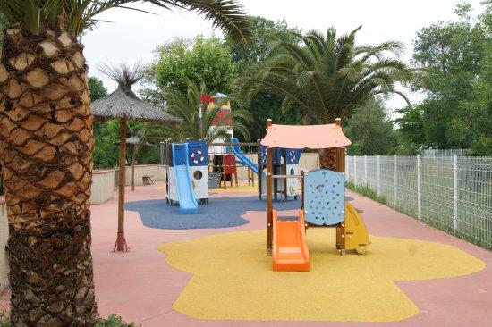 Camping La Sardane : Aire De Jeux Pour Enfants