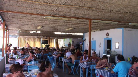 Archangelos, Greece: Taverna Tsampika sulla spiaggia omonima