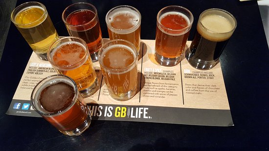 Gordon Biersch Brewery Restaurant: Beer batter fish n chips & beer samplers