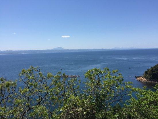 Hinomisaki Coast: 三瓶山が一際目立つ