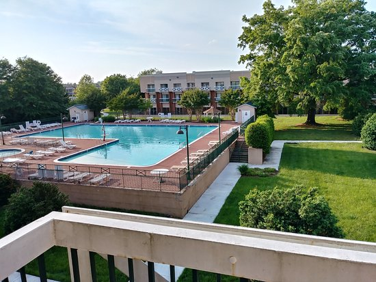 Fredericksburg Hospitality House and Conf Center: Large outdoor pool
