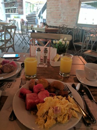 Hotel Porton Medellin: IMG_20170506_092621_large.jpg