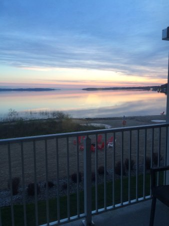Cherry Tree Inn & Suites: Early morning view from room