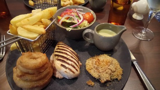 Banknock, UK: chargriilled chicken with blue cheese and thyme sauce, chips, onion rings, salad and stuffed mus