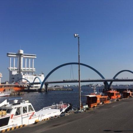 Nagoya Port: 名古屋港 遊歩道は名古屋港水族館から南極観測船だった「ふじ」へ歩いて行けます。