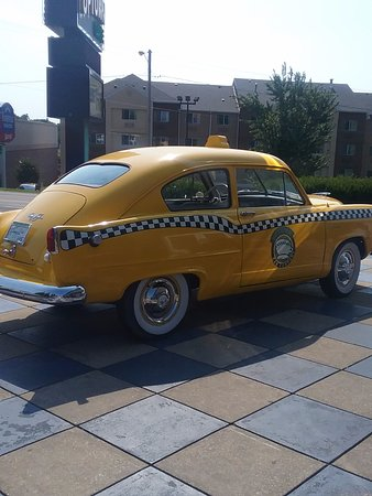 Branson, MO: Taxi outside of restaurants