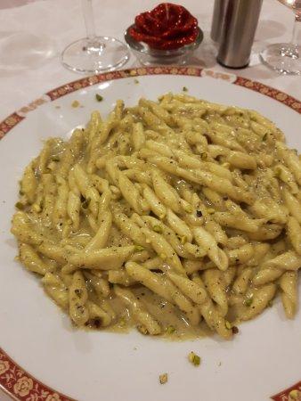 L'Ambasciata di Sicilia: trofie al pesto di pistacchio