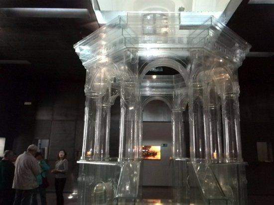 Chmielnik, Polonia: The magnificent glass bima