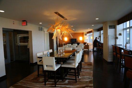 Renaissance Arlington Capital View Hotel: club lounge
