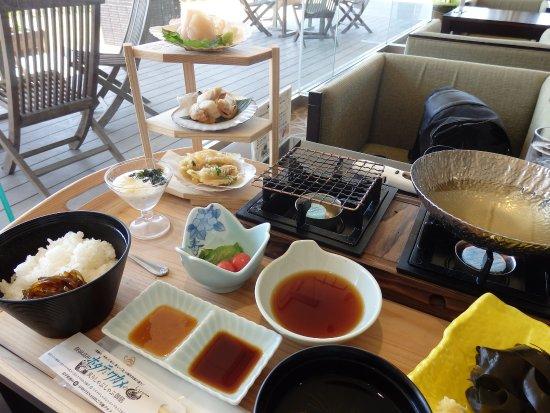 Rikuzentakata, Japonia: 陸前高田の新名物、ホタテとわかめの炙りしゃぶしゃぶ御膳