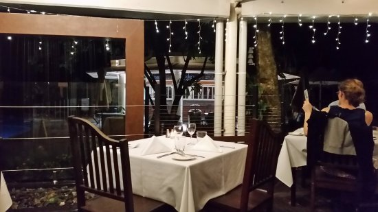 Green Island, Australien: Night time transformation of the restaurant