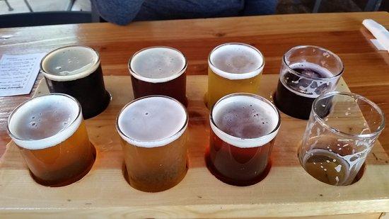 Warrenton, Орегон: Beer Flight (8 choices for $10) - a good deal