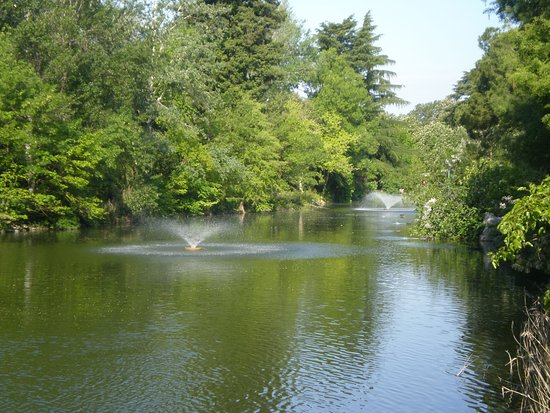 Small lagoon with fountains foto di giardini margherita bologna
