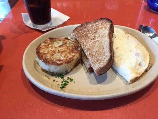 Тастин, Калифорния: Hashbrowns, toast, egg-white omelette