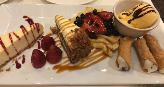 Great Neck, État de New York : Birthday dessert platter