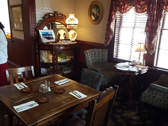 Costello Street Coffee House: Antiques