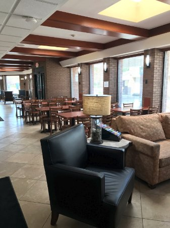 Country Inn & Suites By Carlson, Traverse City: Lobby/lounge/breakfast area