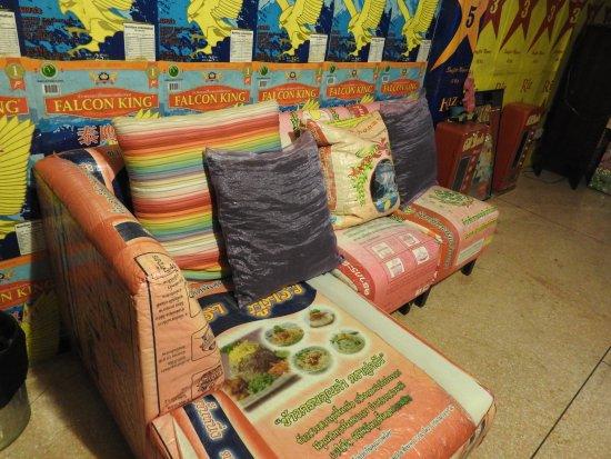 Mystic Place: Trash chic room