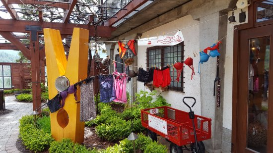 Summerland, Canada: Dirty Laundry