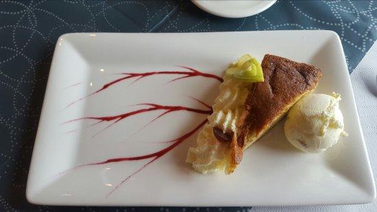 Bjartmars Favorittkro: Sehr empfehlenswert! Klippfisch und als Dessert Apfelkuchen mit Vanilleeis