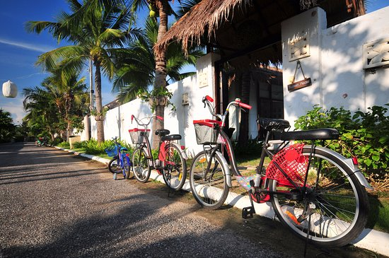 Dhevan Dara Resort & Spa Hotel: Free bicycle lending in resort area
