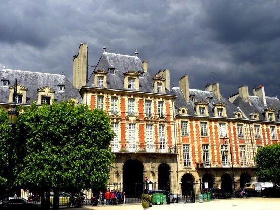 Place de vosges picture of place des vosges paris - Comptoir des cotonniers place des vosges ...