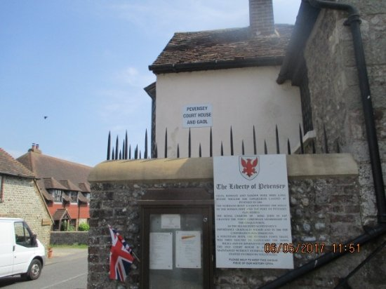 Pevensey, UK: Entrance to the Court house & Gaol