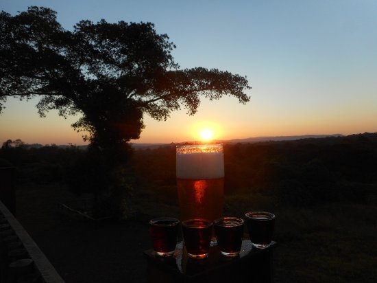Eshowe, Sudáfrica: The Deck off the bar is a perfect spot for sundowners