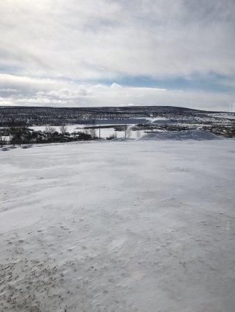 Kautokeino, Norwegia: Utsikt fra frokostsalen. Utendørs boblebad.