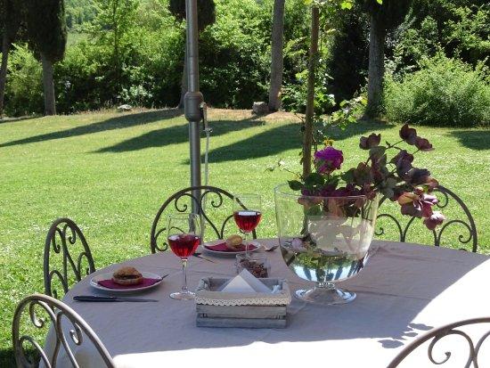 Farnetella, Włochy: Colazione e brunch in giardino