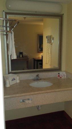 Methuen, MA: Plan de toilette intégré à la chambre