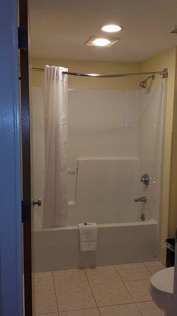 Methuen, MA: baignoire et toilettes dans la salle de bain