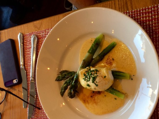 Blairgowrie, UK: Asparagus with poached duck egg and holandaise