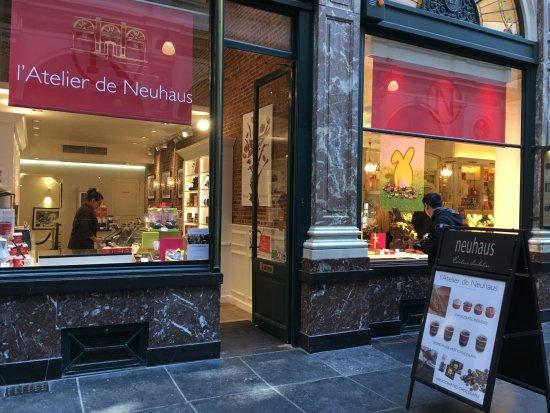 Delicious chocolate mousse photo de neuhaus galerie de for Atelier de cuisine bruxelles
