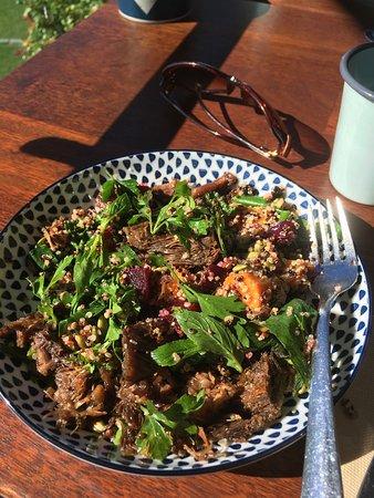 Ulladulla, Australia: Pulled lamb salad....delicious!