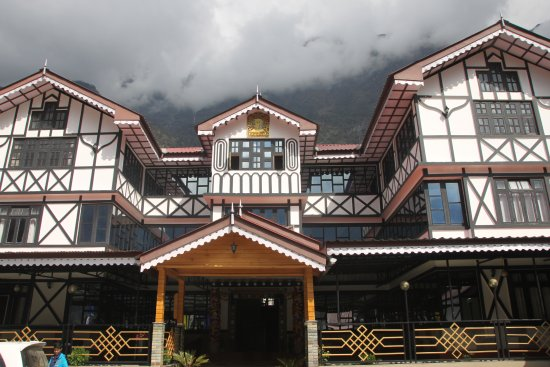 very beautiful hotel , 2nd to Yarlam in area . but its very comparable