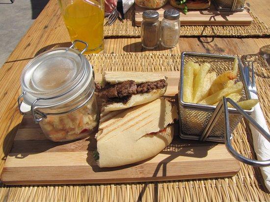 Taghazout Beach : leuk terras lekker eten