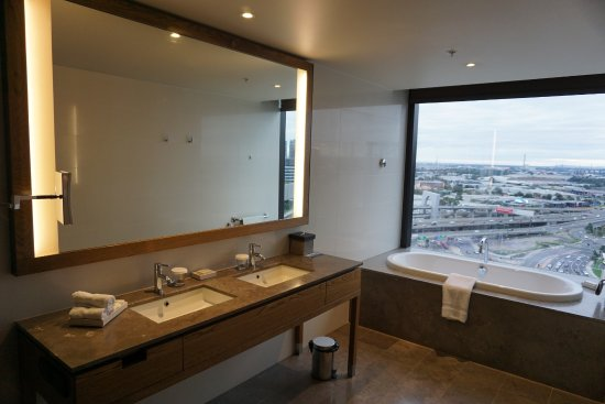 Hilton Melbourne South Wharf: バスルーム