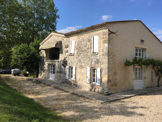 "Lugon-Et-L'Ile-Du-Carnay, Франция: This is the ""chateau"""