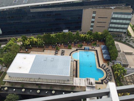 Hotel pool picture of marina mandarin singapore for Pool garden marina mandarin