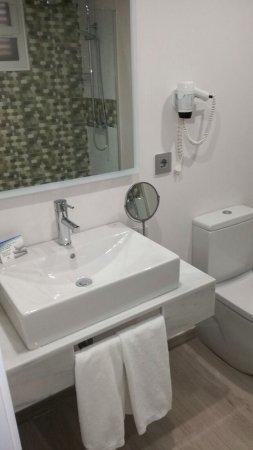 Torrijos, España: Esta es una de las habitaciones reformadas donde pasamos dos noches