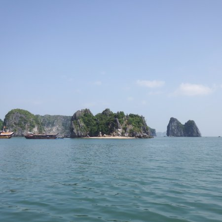 Small private resort island near cat ba cat ba island for Small private hotels