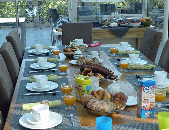 Valroufie, France: Petit déjeuner