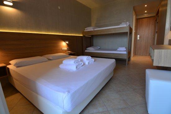 Xylokastro Beach Hotel : Family room
