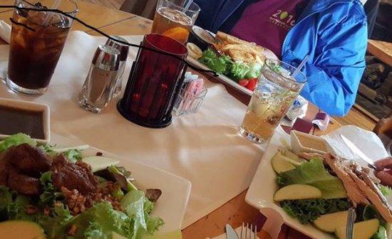 Ligonier Tavern : Large and loaded salads